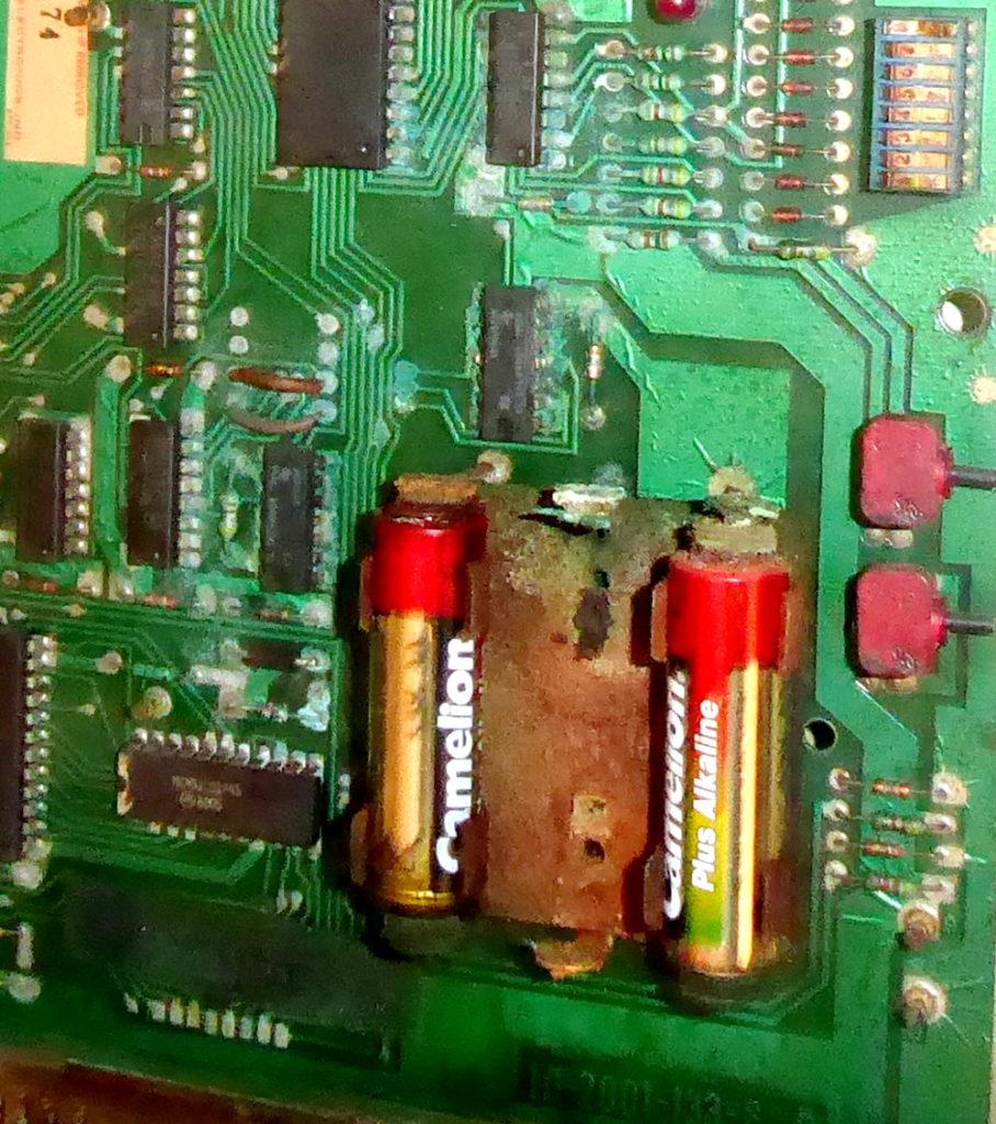 Dieses Bild hat ein leeres Alt-Attribut. Der Dateiname ist system6-batteriehalter-P1040235b-908x1024.jpg